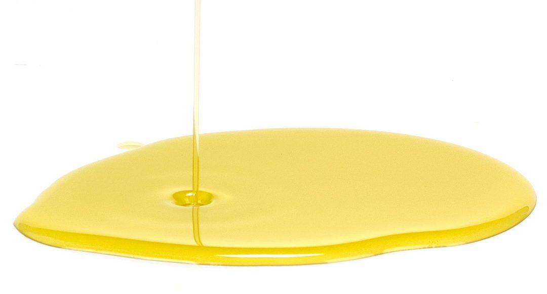 Come togliere le macchie di olio di oliva