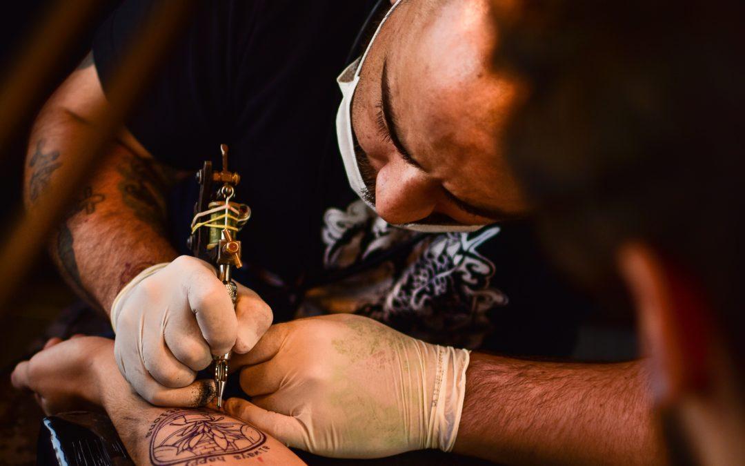 Curare i tatuaggi in modo naturale con l'olio di oliva